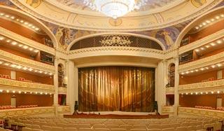 Сцена и зрительный зал Саратовского академического театра оперы и балета